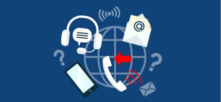 Diverses icônes de communication, telles qu'un casque, un téléphone, un téléphone portable et une enveloppe entourant un globe terrestre. Illustration.